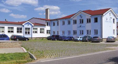 Fotografie budovy společnosti Stránský a Petržík v Bílé Třemešné